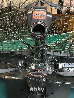 NEWGY ROBO PONG 2040 Table Tennis Robot in Excellent Condition