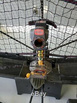 Entièrement Travaillant Newgy Robo Pong 2040 Robot Tennis De Table