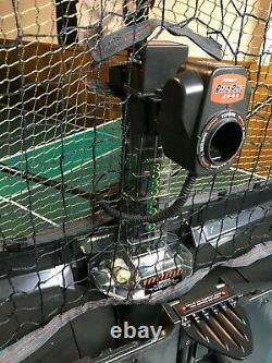Newgy Robo Pong 2040 Robot De Tennis De Table En Excellent État