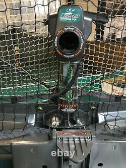 Newgy Robo Pong 2050 Robot De Tennis De Table En Excellent État Avec Grand Bonus