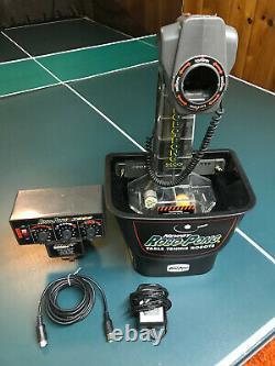 Newgy Robo Pong Nick-nommé Modèle 538 Robot De Tennis De Table En Excellent État